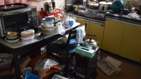 遺品整理で散らかった部屋