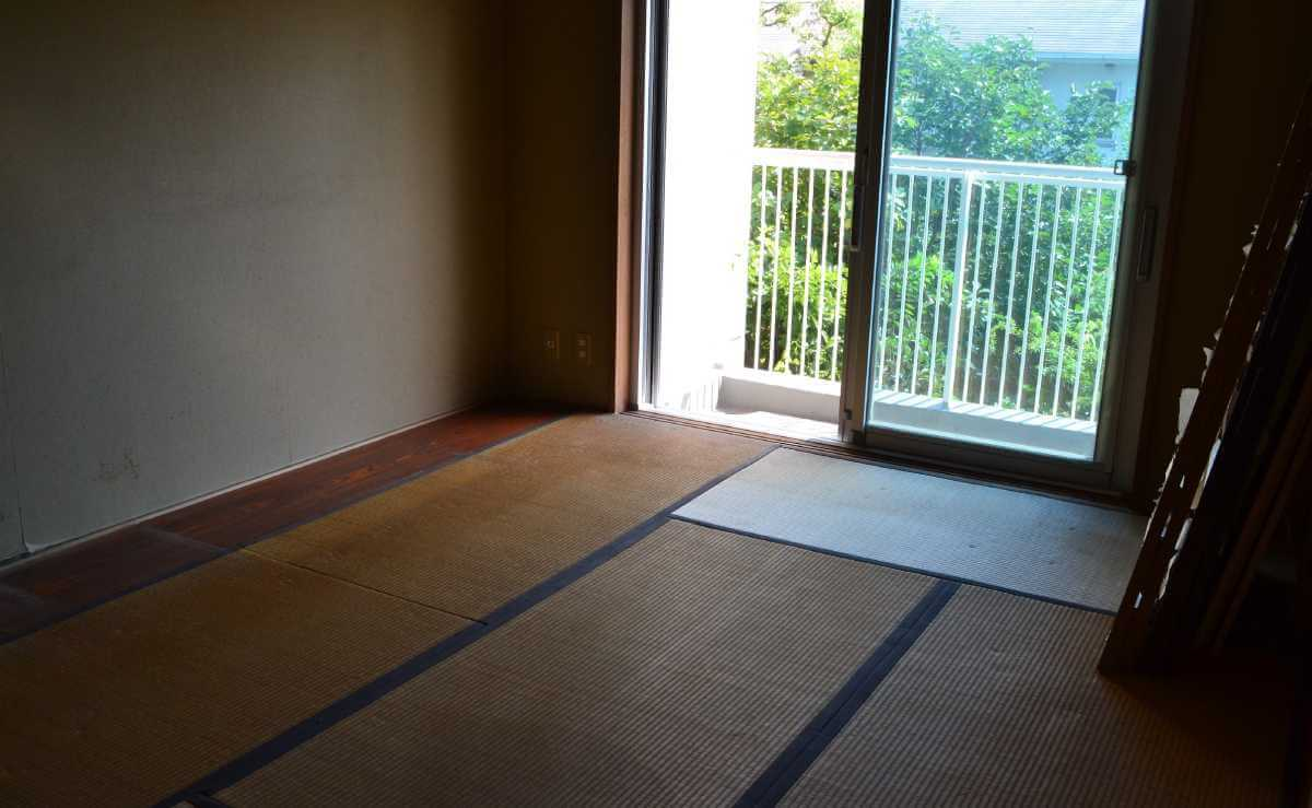 遺品整理の後の和室