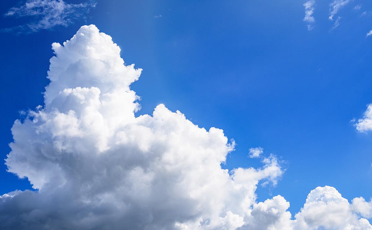 夏の遺品整理について:炎天下の入道雲