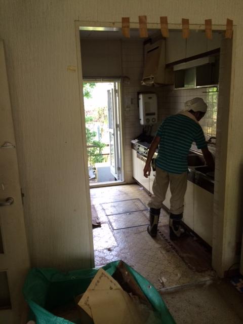 キッチンの清掃作業の点検の写真