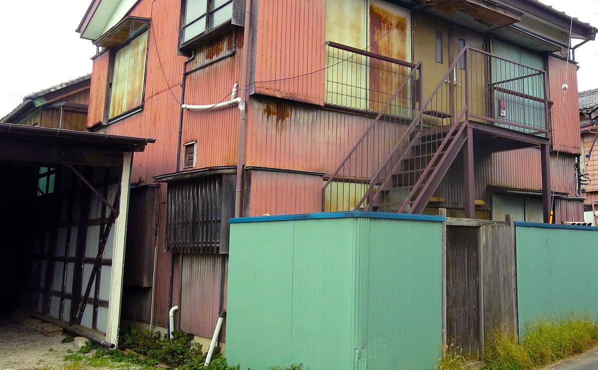 古いアパートの画像